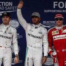 Hamilton, Rosberg y Räikkönen saludan a la vez