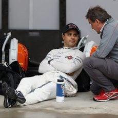 Felipe Massa espera sentado a que se relance la carrera