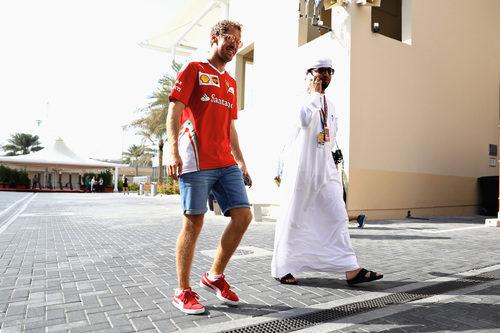 Sebastian Vettel llega a Yas Marina