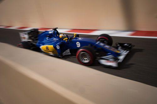 Marcus Ericsson pasa veloz con su Sauber