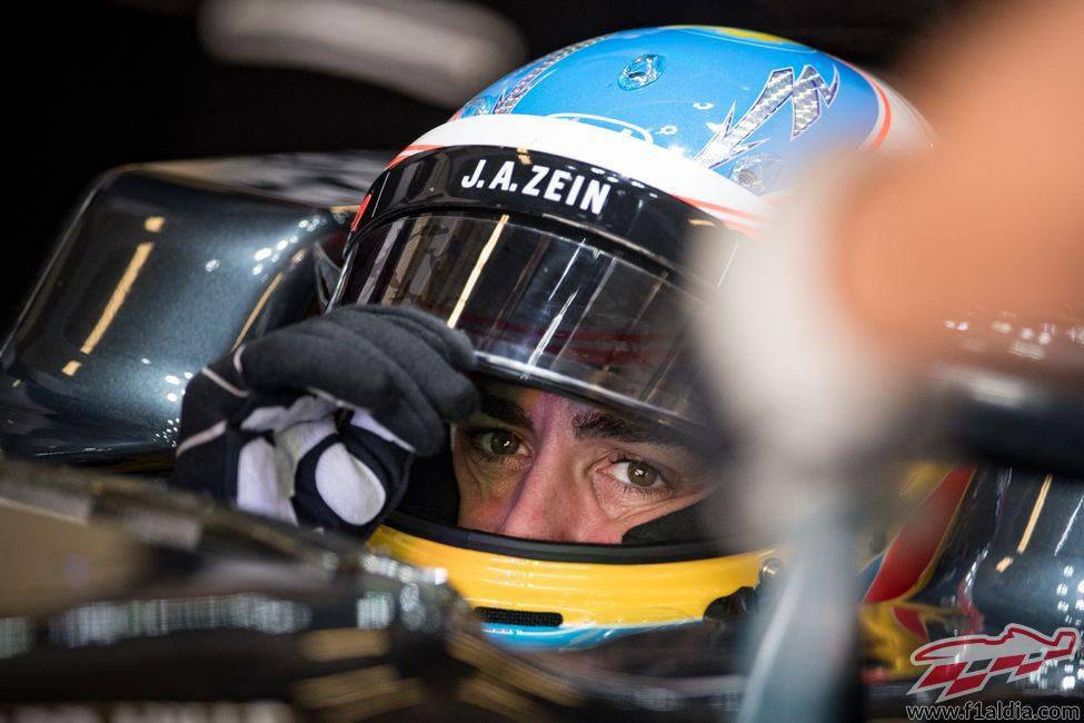 Fernando Alonso espera antes de salir a pista