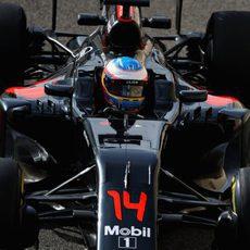 Fernando Alonso a los mandos del McLaren en Abu Dabi