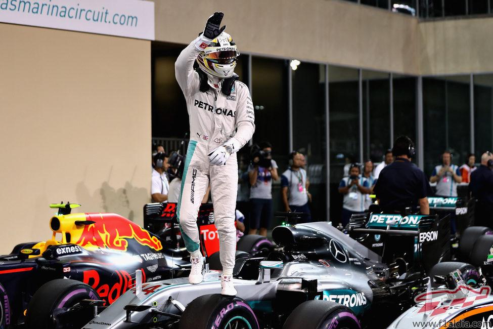 El Mercedes aguanta a Lewis Hamilton