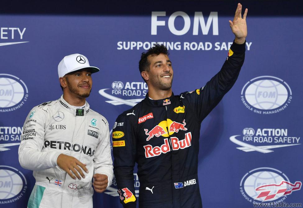 Lewis Hamilton y Daniel Ricciardo juntos tras la clasificación