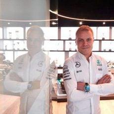 Valtteri Bottas ya luce los colores de Mercedes