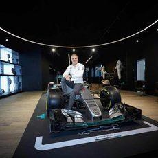 Valtteri Bottas sobre el W06 de Nico Rosberg
