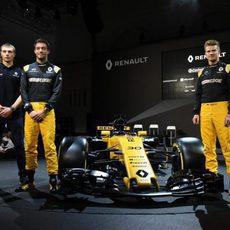 Los tres pilotos de Renault junto al RS17