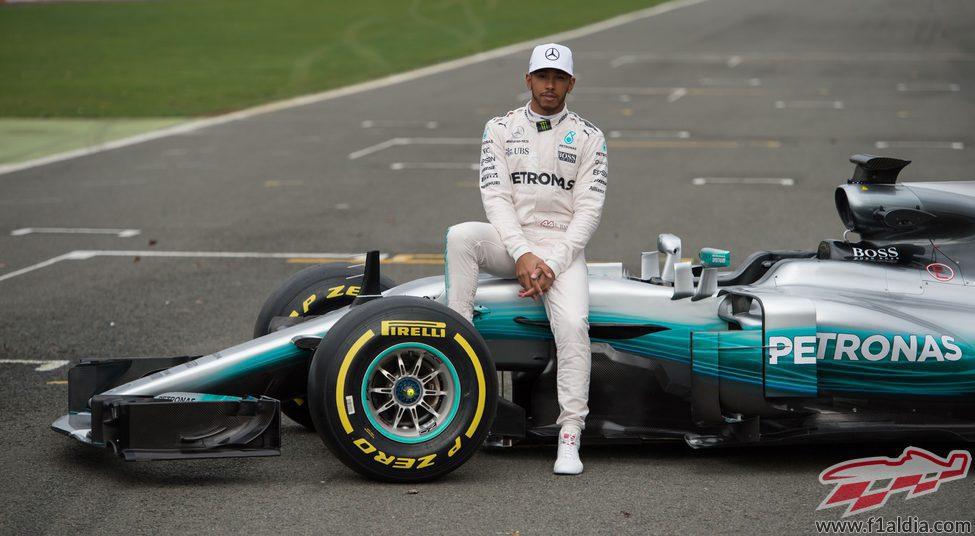 Lewis Hamilton sobre el W08