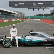 Lewis Hamilton y el W08