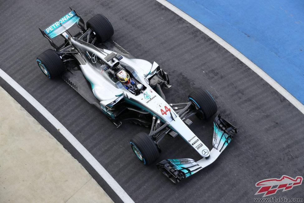 Lewis Hamilton a los mandos del nuevo W08