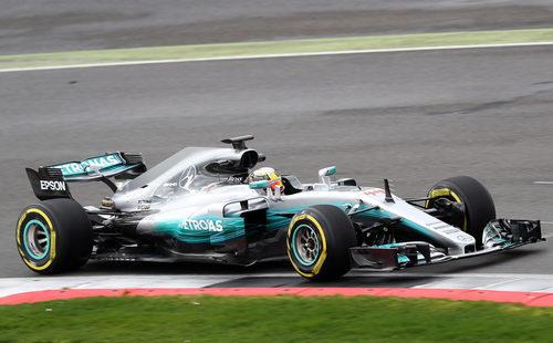 Más fotos de Hamilton conduciendo el W08