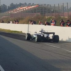 El W08 de Bottas saliendo del pit-lane