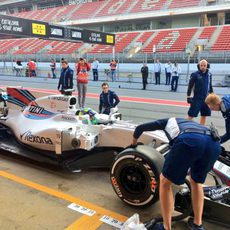 El Williams en su zona del pit-lane