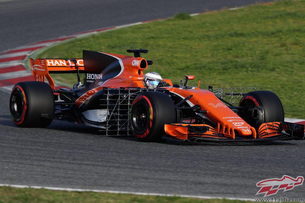 Fernando Alonso a los mandos del MCL32