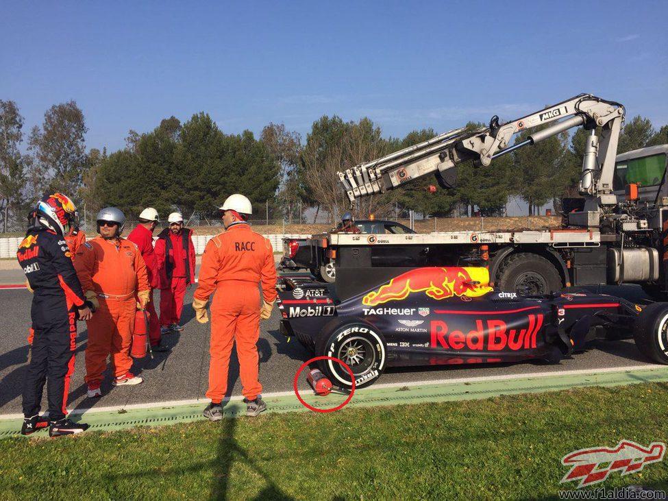 El coche de Ricciardo parado antes de la curva 4