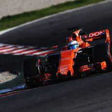 Alonso con su nuevo McLaren