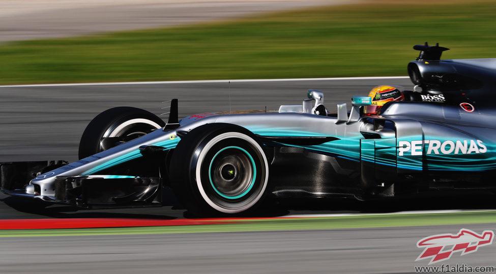 Lewis Hamilton lidera la primera jornada de test