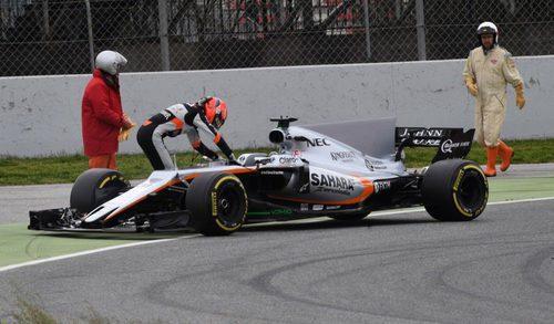 Esteban Ocon parado en pista