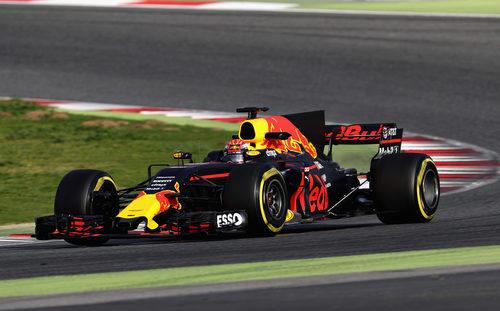 Max Verstappen rodando en Barcelona el martes