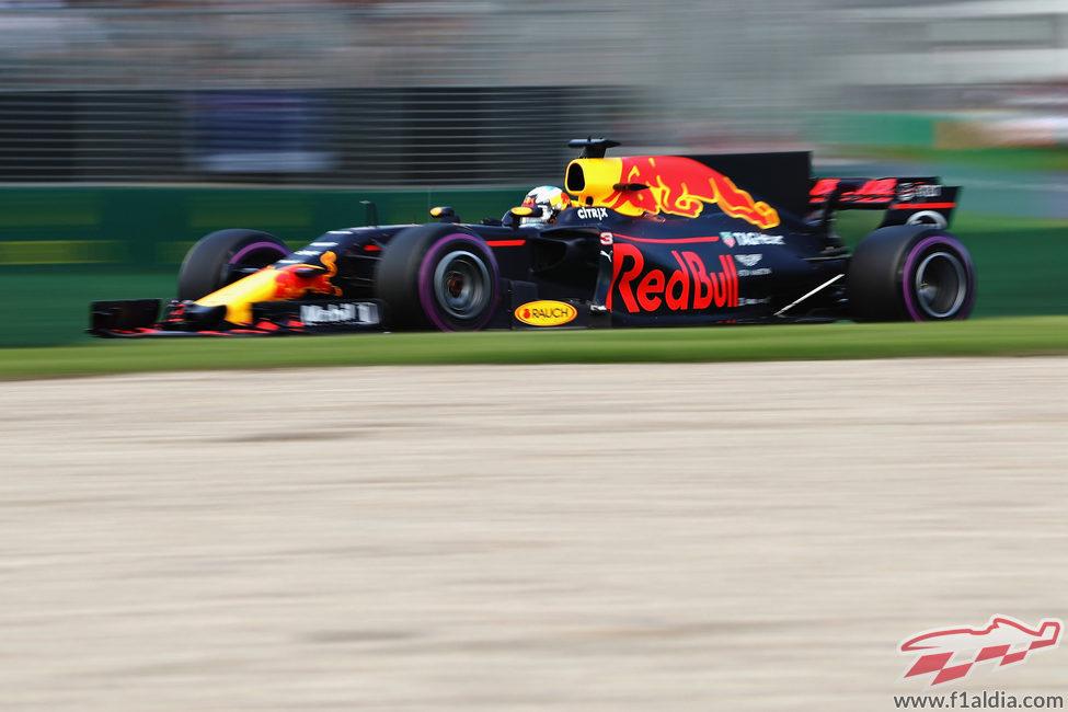 Daniel Ricciardo termina confiado el viernes en Australia