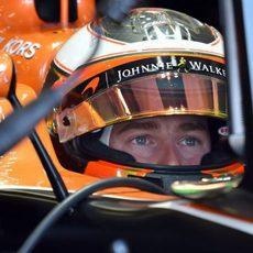 Stoffel Vandoorne parece muy concentrado en el coche