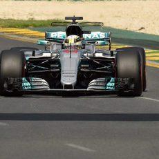 Lewis Hamilton empieza el fin de semana en cabeza