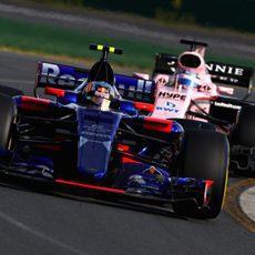 Carlos Sainz peleó con los Force India