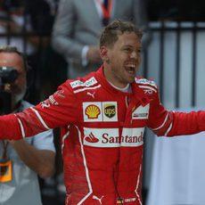 Un Vettel triunfante tras varios años de Ferrari sin ganar la primera prueba
