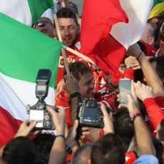 El equipo Ferrari, unido en la victoria