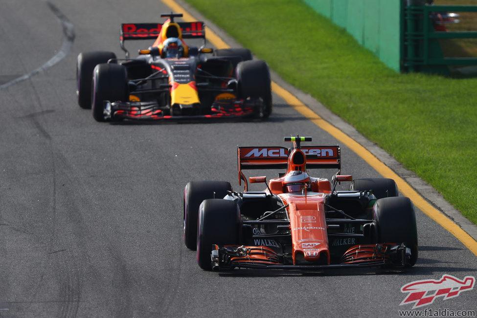Stoffel Vandoorne, último a 2 vueltas de Vettel