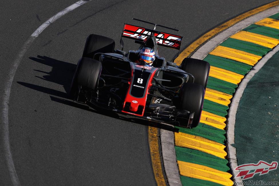Romain Grosjean se ve obligado a abandonar en el GP de Australia