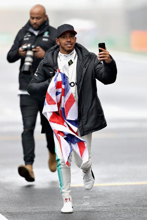 Lewis Hamilton se lo pasó en grande