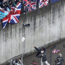 El británico repartió gorras firmadas