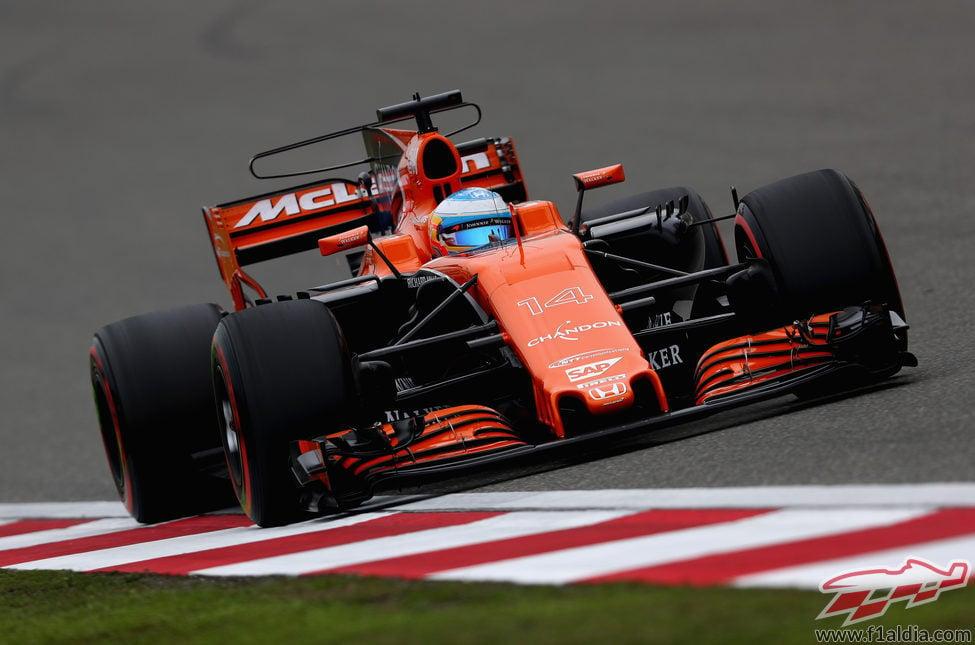 Alonso consiguió clasificar el 13º