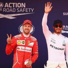 Vettel se metió entre los dos Mercedes