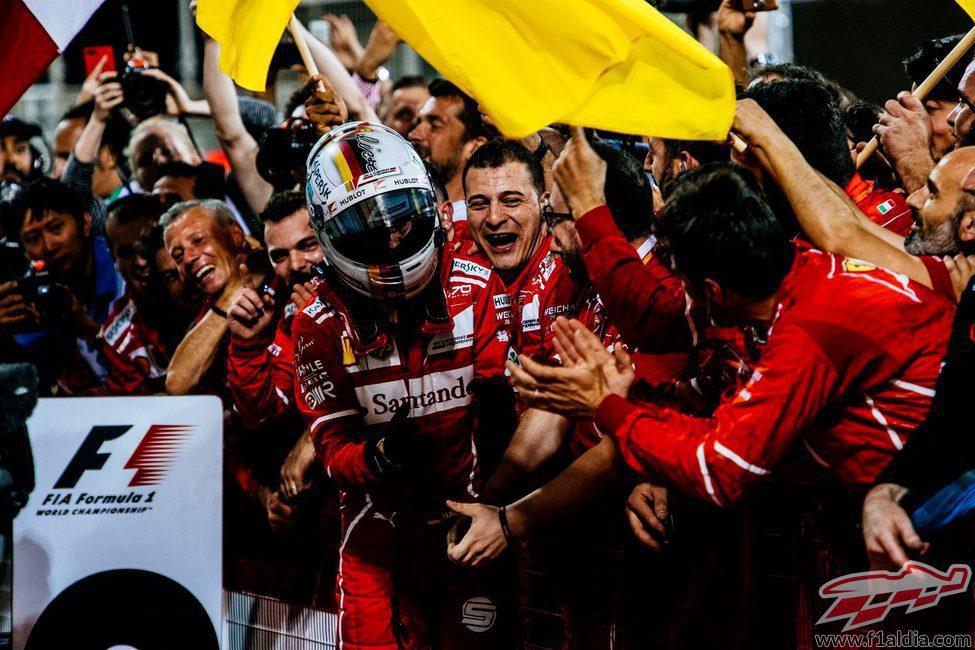 Celebración de Ferrari y Sebastian Vettel en Baréin