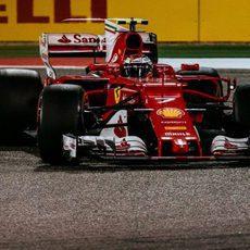 Kimi Räikkönen se queda con la cuarta plaza en Baréin