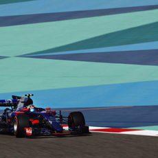 Sainz realizó una gran salida en Baréin pero tuvo que abandonar
