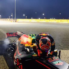 Max Verstappen abandonó en Baréin por problemas de frenos