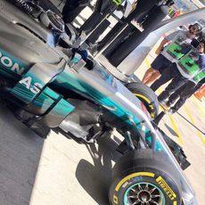 Valtteri Bottas sale con su Mercedes en Sochi