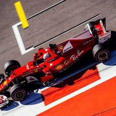Sebastian Vettel completa el programa con Ferrari en Sochi