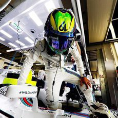 Felipe MAssa se sube al Williams en el box