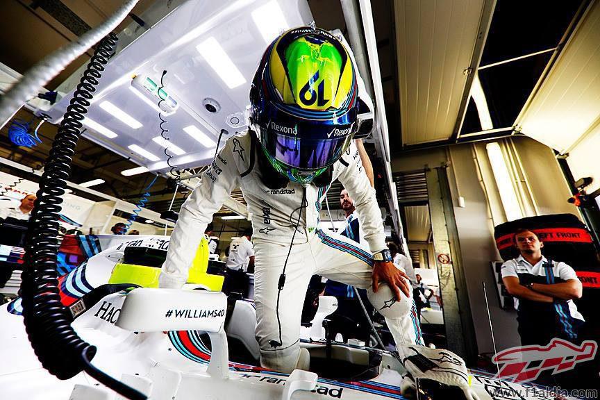 Felipe MAssa se sube al Williams en el box
