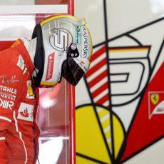 Sebastian Vettel de vuelta al box de Ferrari