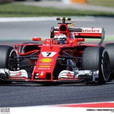 Kimi Räikkönen pilota el Ferrari en Montmeló