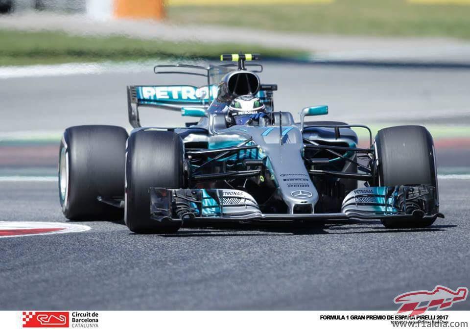 Mercedes y Valtteri Bottas trabajan en los entrenamientos