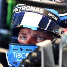 Valtteri Bottas estrena casco en Mónaco