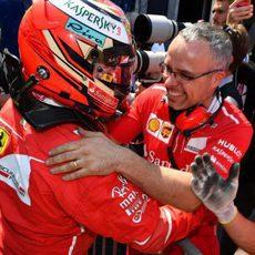 Kimi Räikkönen celebrando la pole