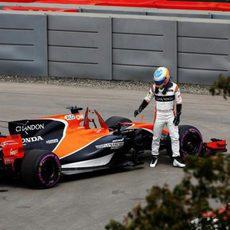 Fernando Alonso abandona tras un fallo hidráulico