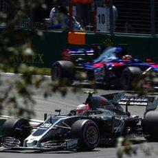 Sainz persigue a Magnussen en el circuito de Montreal